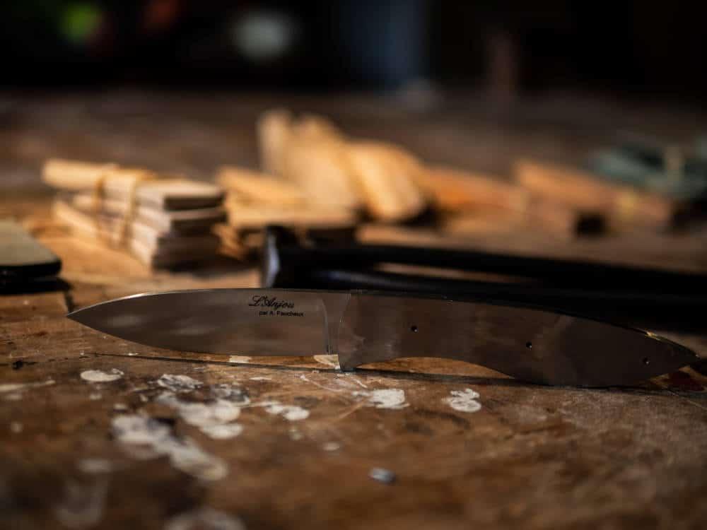 """Reportage photo réalisé par Pierre-Loup Ducout à l'atelier """"L'Etablisienne"""" lors d'un stage de fabrication de couteau"""