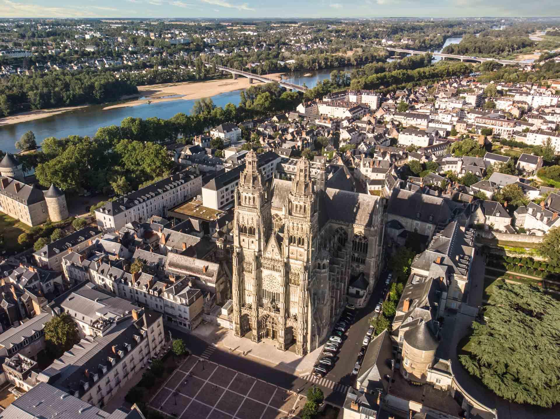 Prise de vue aérienne de la Cathédrale Saint-Gatien à Tours