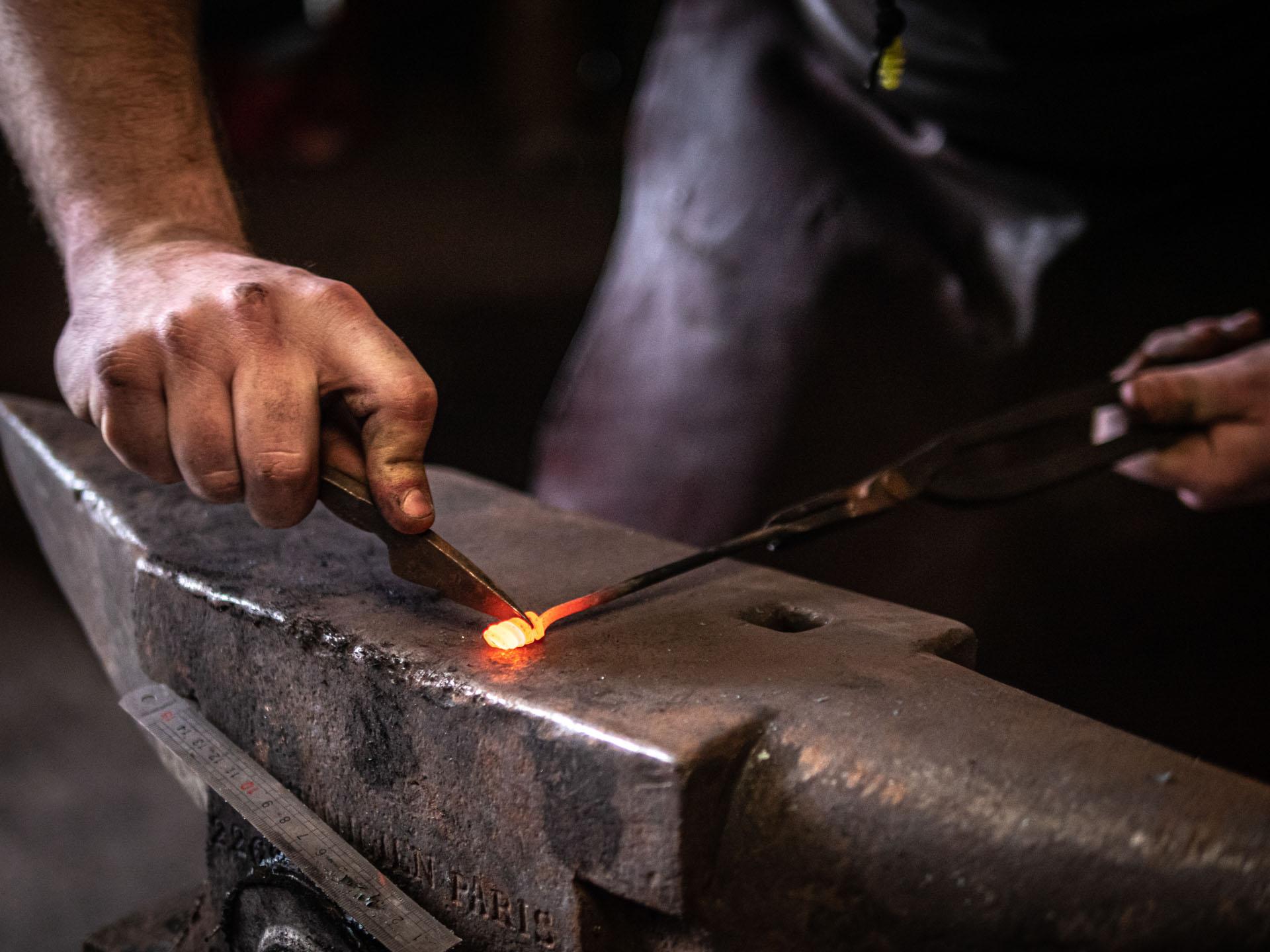 """Atelier de création de tire-bouchon à la forge """"Le Feu Prométhéen"""""""